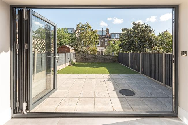 £5,200  per Calendar Month (Calculated), 4 Bedroom Terraced House To Rent in London, N19