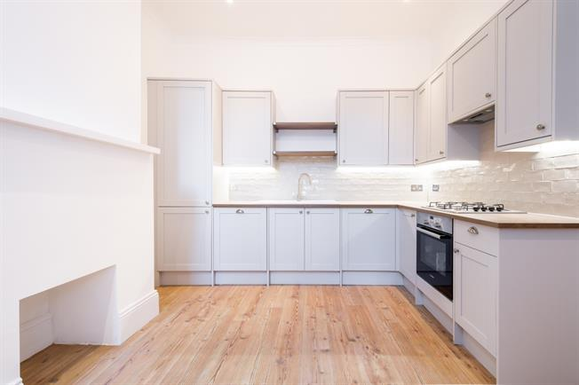 £2,296  per Calendar Month (Calculated), 2 Bedroom Flat To Rent in London, N10