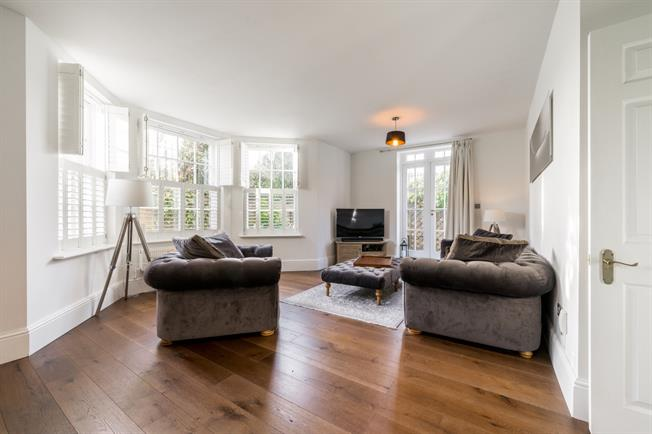 £2,300 per Calendar Month, 2 Bedroom Flat To Rent in London, N11