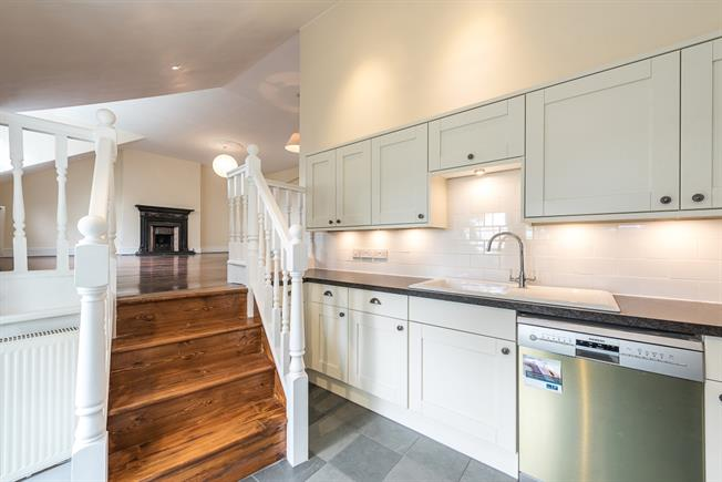 £2,708  per Calendar Month (Calculated), 3 Bedroom Flat To Rent in London, N10