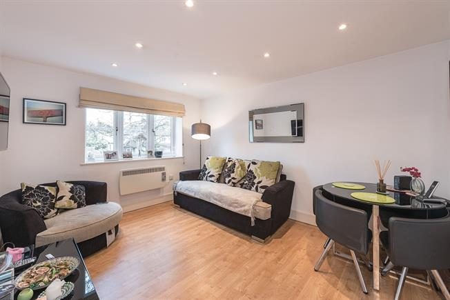 £1,495  per Calendar Month (Calculated), 2 Bedroom Flat To Rent in London, N2