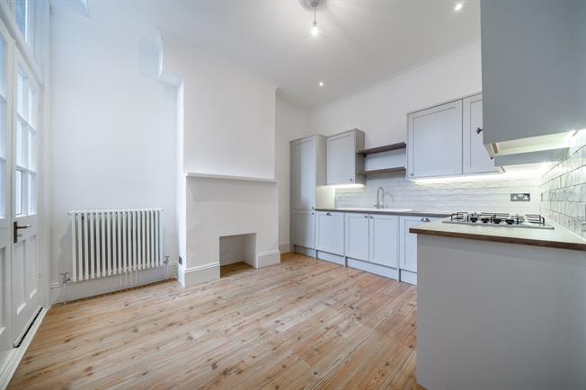 £2,275 per Calendar Month, 2 Bedroom Flat To Rent in London, N10