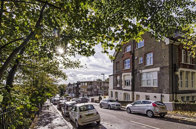 £1,625 per Calendar Month, 2 Bedroom Flat To Rent in London, N4