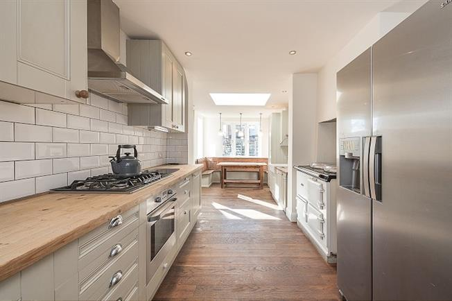 £4,333  per Calendar Month (Calculated), 4 Bedroom Terraced House To Rent in London, N11