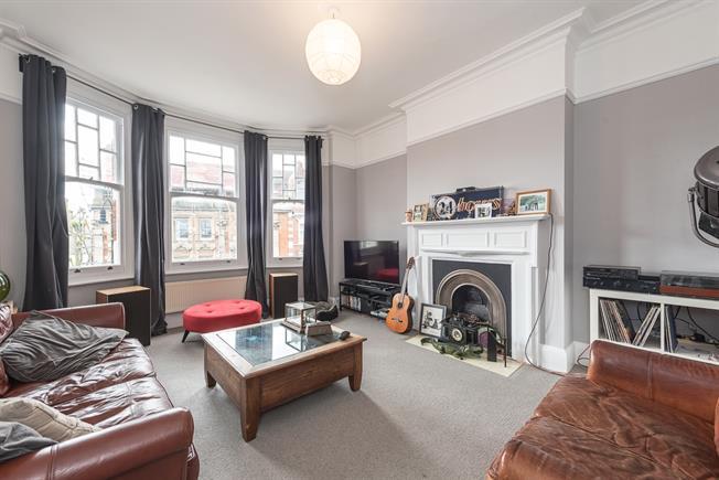 £1,668 per Calendar Month, 2 Bedroom Flat To Rent in London, N10
