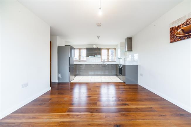 £1,955 per Calendar Month, 2 Bedroom Apartment To Rent in London, N10