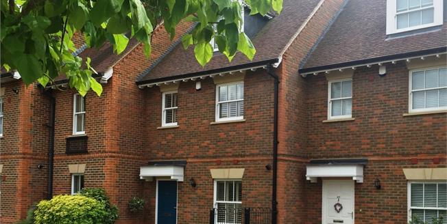 £2,500 per Calendar Month, 3 Bedroom Town House To Rent in Marlow, Buckinghamshire, SL7