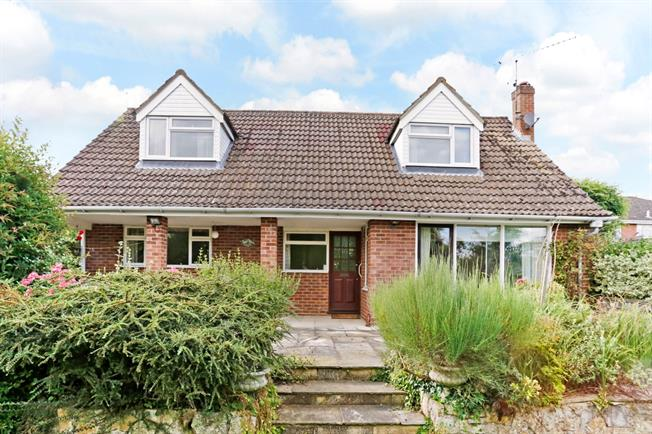 £2,250 per Calendar Month, 4 Bedroom Detached House To Rent in Marlow, SL7