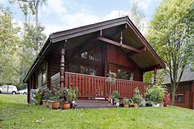 £1,800 per Calendar Month, 2 Bedroom House To Rent in Marlow, SL7