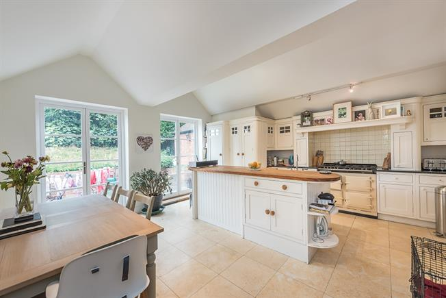 £1,995 per Calendar Month, 3 Bedroom House To Rent in Henley-on-Thames, RG9