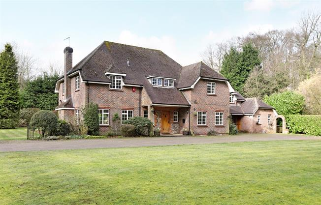 £3,500 per Calendar Month, 7 Bedroom House To Rent in Lane End, HP14