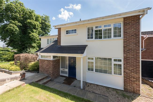£2,850 per Calendar Month, 4 Bedroom Detached House To Rent in Marlow, SL7