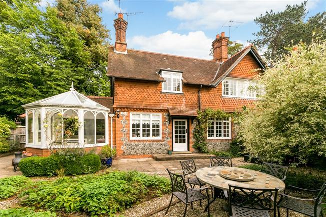 £2,500 per Calendar Month, 4 Bedroom House To Rent in Marlow, SL7
