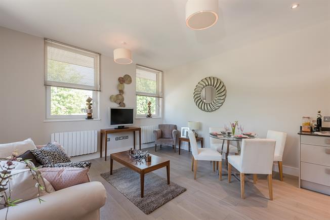 £1,100 per Calendar Month, 2 Bedroom Flat To Rent in Bourne End, SL8