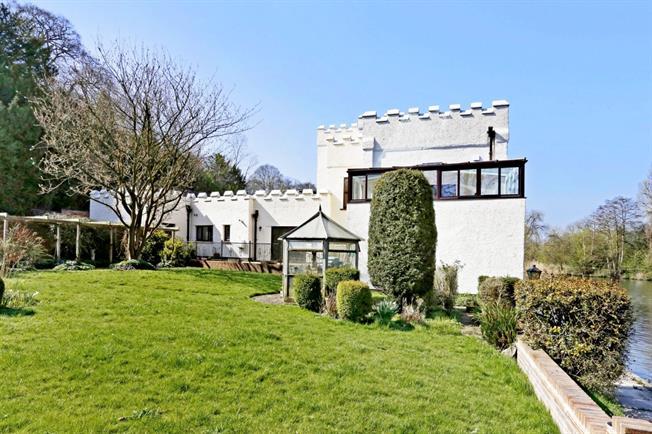 £1,800 per Calendar Month, 2 Bedroom Apartment To Rent in Marlow, SL7