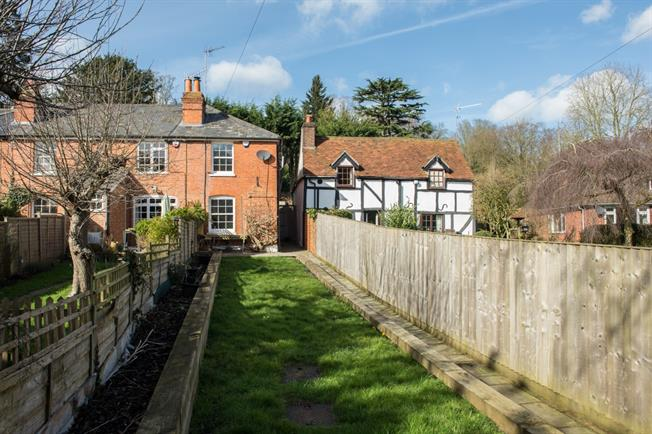 £1,500 per Calendar Month, 2 Bedroom Cottage House To Rent in Maidenhead, SL6