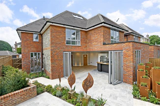 £4,995 per Calendar Month, 5 Bedroom Detached House To Rent in Marlow, SL7