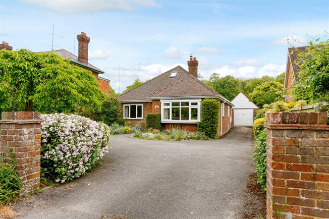 £1,750 per Calendar Month, 2 Bedroom Bungalow To Rent in High Wycombe, HP14