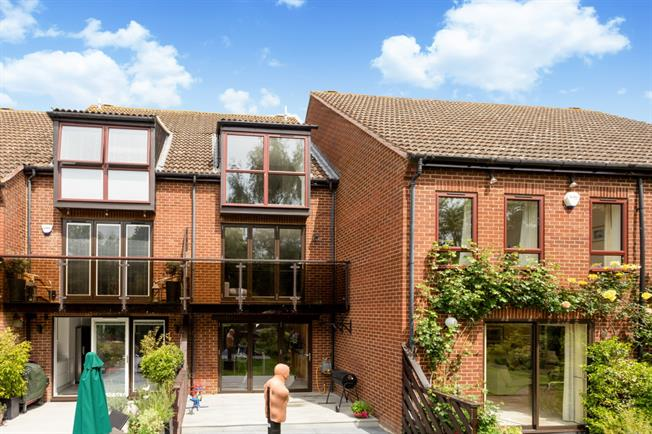 £1,995 per Calendar Month, 3 Bedroom House To Rent in Marlow, SL7