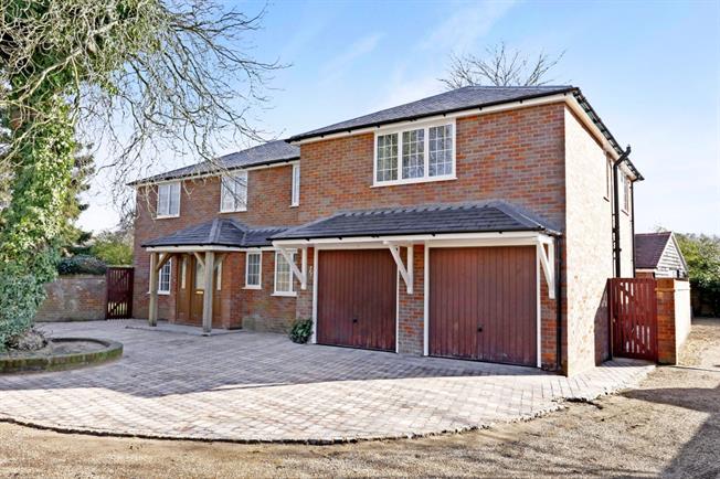 £3,950 per Calendar Month, 4 Bedroom Detached House To Rent in Marlow, SL7