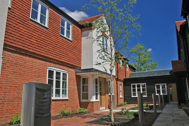 £1,100 per Calendar Month, 2 Bedroom Apartment To Rent in Farnham, GU9