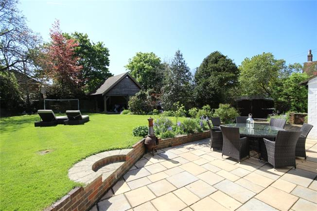 £2,995 per Calendar Month, 5 Bedroom Detached House To Rent in Holybourne, GU34