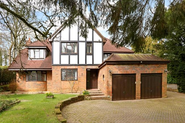£2,495 per Calendar Month, 5 Bedroom Detached House To Rent in Alton, GU34