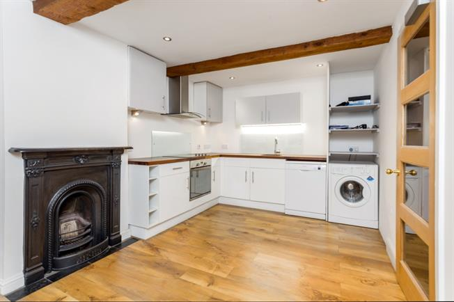 £1,195 per Calendar Month, 2 Bedroom Apartment To Rent in Odiham, RG29
