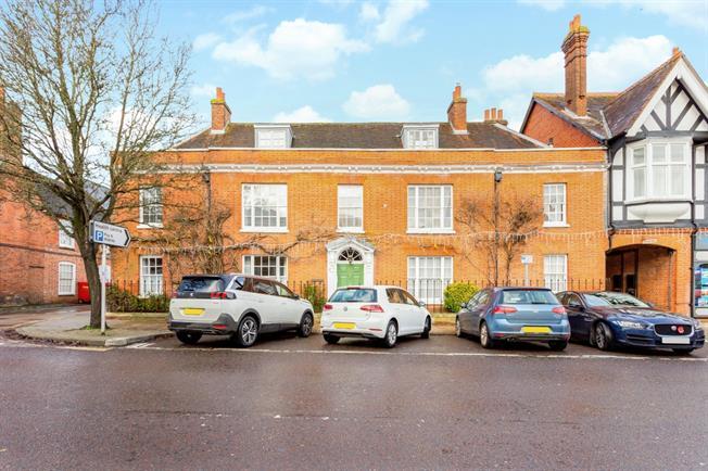 £1,450 per Calendar Month, 2 Bedroom Apartment To Rent in Hook, RG29