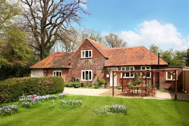 £1,100 per Calendar Month, 2 Bedroom Cottage House To Rent in Basingstoke, RG25
