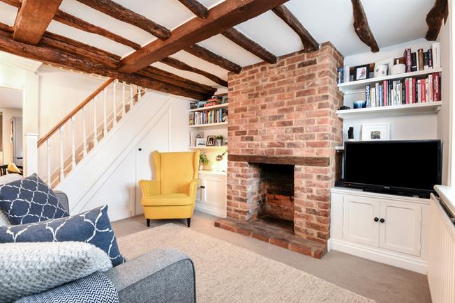 £1,550 per Calendar Month, 2 Bedroom Terraced House To Rent in Farnham, GU9