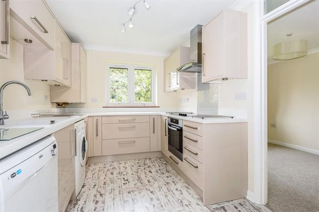 £1,395 per Calendar Month, 3 Bedroom Apartment To Rent in Farnham, GU9