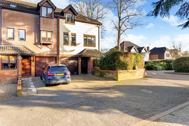£1,750 per Calendar Month, 4 Bedroom End of Terrace House To Rent in Farnham, GU9