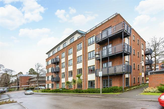 £1,225 per Calendar Month, 2 Bedroom Apartment To Rent in Farnborough, GU14