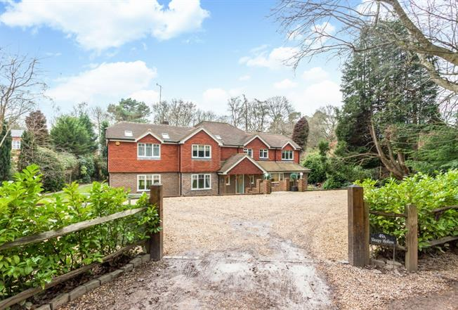 £3,950 per Calendar Month, 5 Bedroom Detached House To Rent in Farnham, GU10