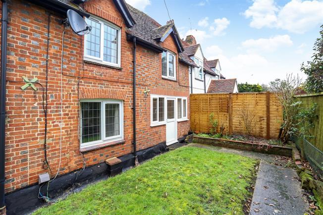 £985 per Calendar Month, 2 Bedroom Cottage House To Rent in Farnham, GU10