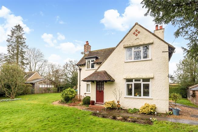 £1,495 per Calendar Month, 3 Bedroom Detached House To Rent in Bentley, GU10