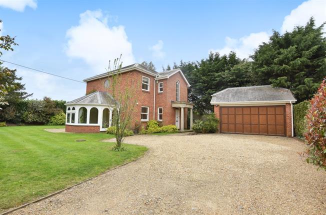£2,850 per Calendar Month, 4 Bedroom Detached House To Rent in Isington, GU34