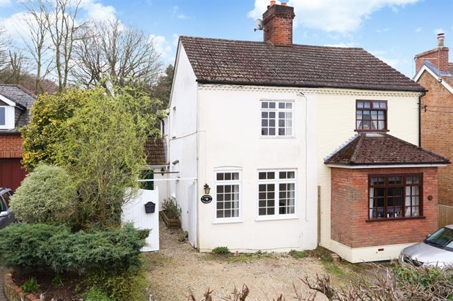 £1,395 per Calendar Month, 3 Bedroom Cottage House To Rent in Ewshot, GU10