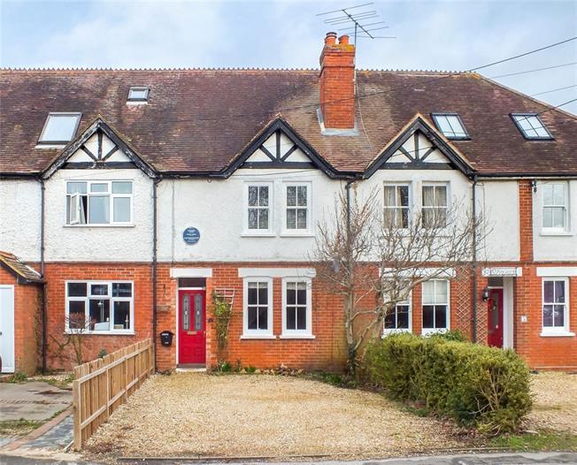 £1,395 per Calendar Month, 3 Bedroom Cottage House To Rent in Crookham Village, GU51