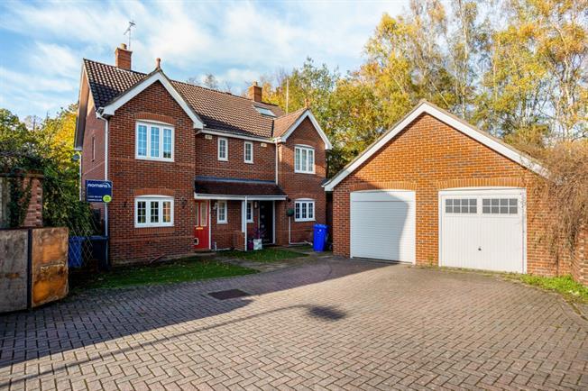 £1,650 per Calendar Month, 4 Bedroom Semi Detached House To Rent in Fleet, GU51