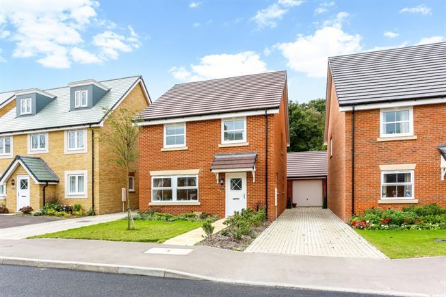 £1,650 per Calendar Month, 4 Bedroom Detached House To Rent in Fleet, GU52
