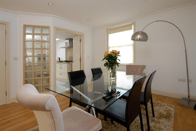 £2,850 per Calendar Month, 4 Bedroom Mews House To Rent in Bath, BA1