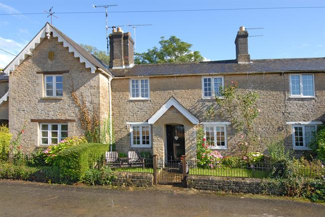 £1,050 per Calendar Month, 2 Bedroom Cottage House To Rent in Grittleton, Wiltshire, SN14