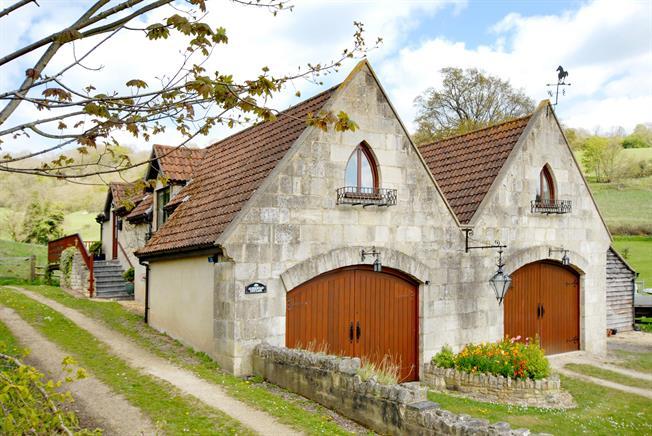 £1,350 per Calendar Month, 3 Bedroom Cottage House To Rent in Bath, Somerset, BA1