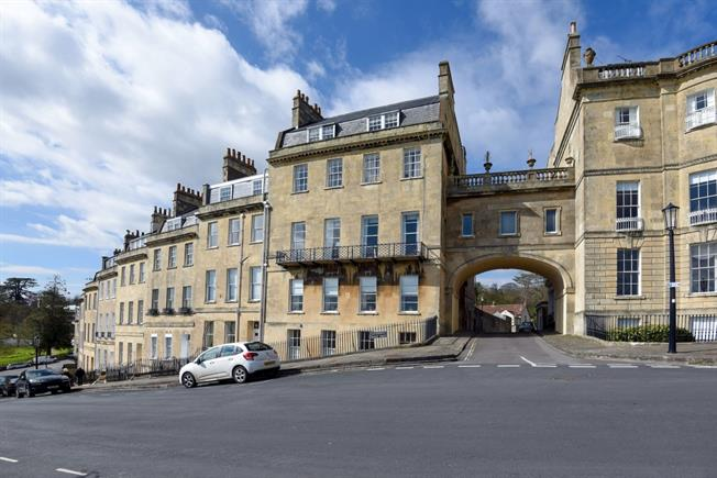 £2,500 per Calendar Month, 4 Bedroom Apartment To Rent in Bath, Somerset, BA1