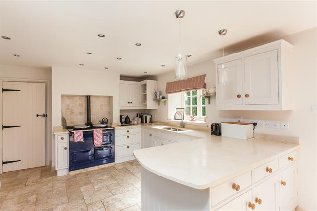 £2,650 per Calendar Month, 5 Bedroom Detached House To Rent in Melksham, Wiltshire, SN12