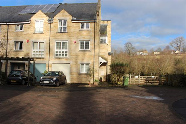 £1,995 per Calendar Month, 4 Bedroom Detached House To Rent in Bradford-on-Avon, BA15