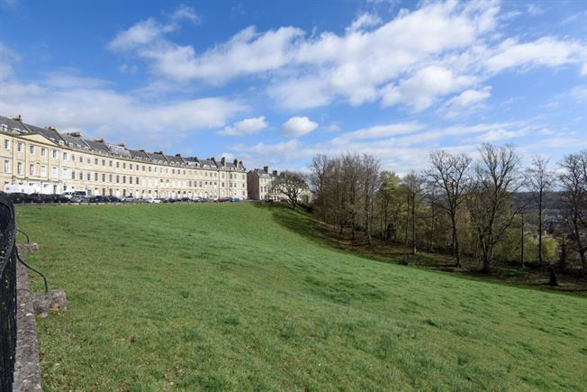 £1,325 per Calendar Month, 2 Bedroom Apartment To Rent in Bath, BA1