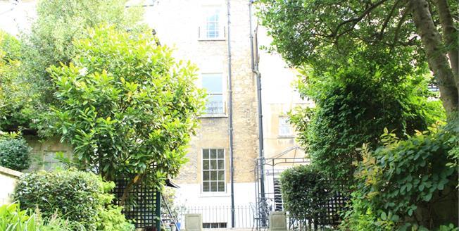 £2,750 per Calendar Month, 6 Bedroom Terraced House To Rent in Bath, BA1